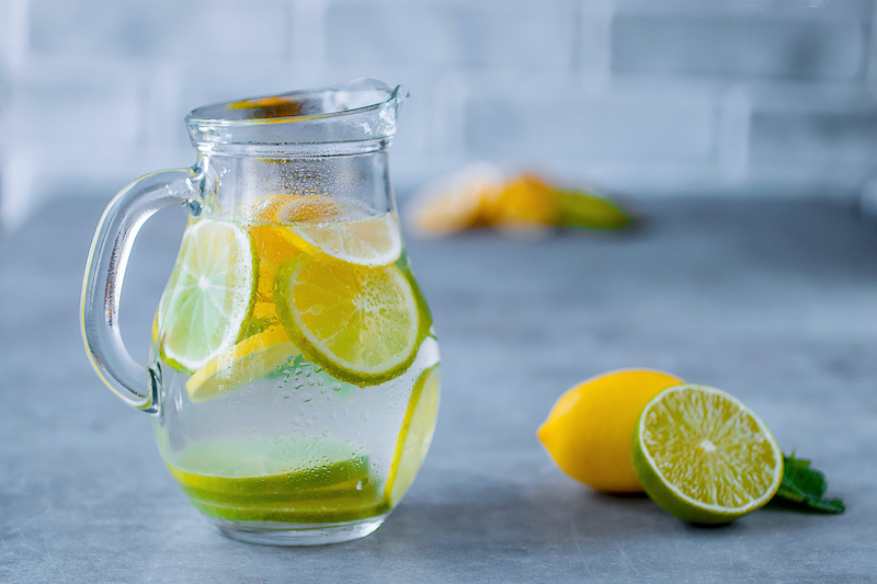 The incredible virtues of lemon water |  Cellublue