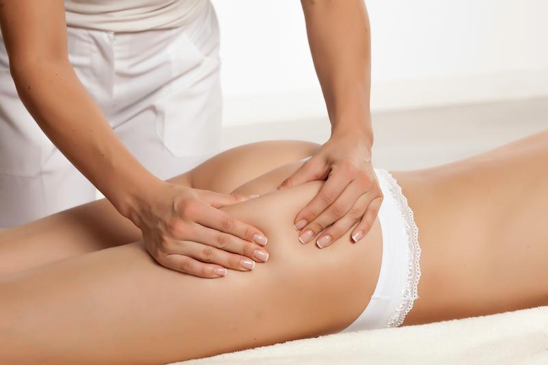 massage anti cellulite sur les fesses