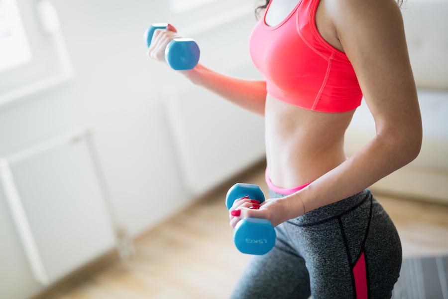 top 4 de los mejores ejercicios con pesas cellublue