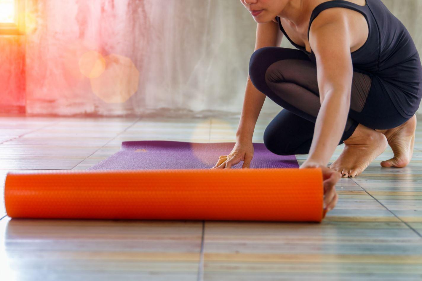 Les squats un excellent exercice contre la cellulite - Seance de sport a la maison ...