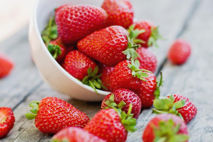 quels sont les bienfaits de la fraise le fruit rouge du printemps cellublue. Black Bedroom Furniture Sets. Home Design Ideas